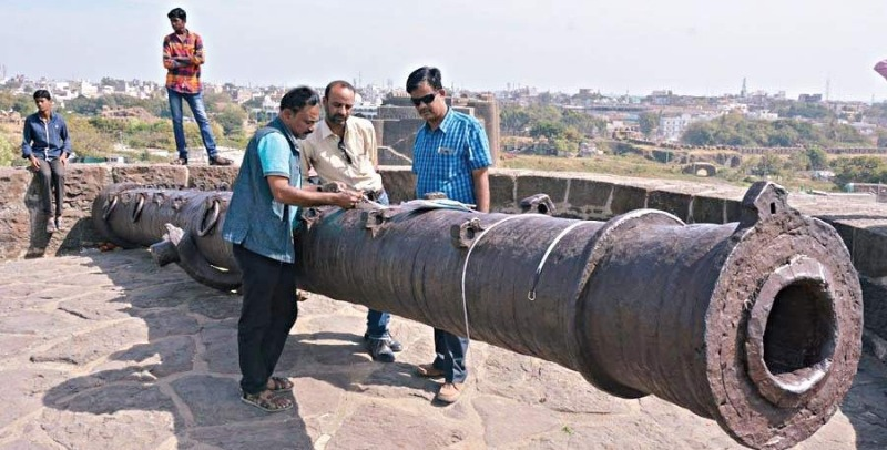 This is a huge cannon!