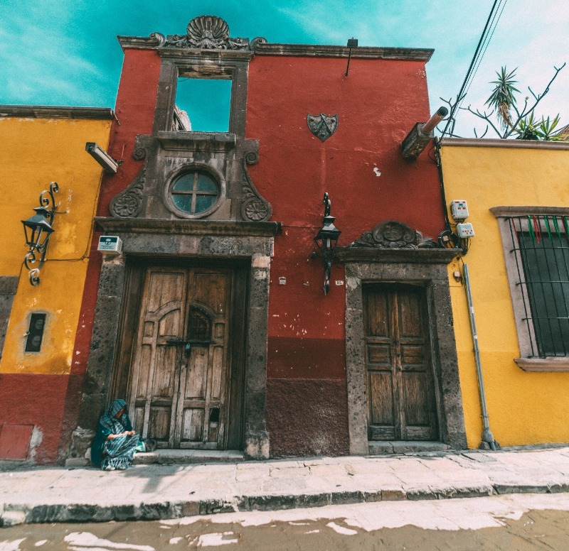 The buildings in Mexico, while old, are quite beautiful and full of history